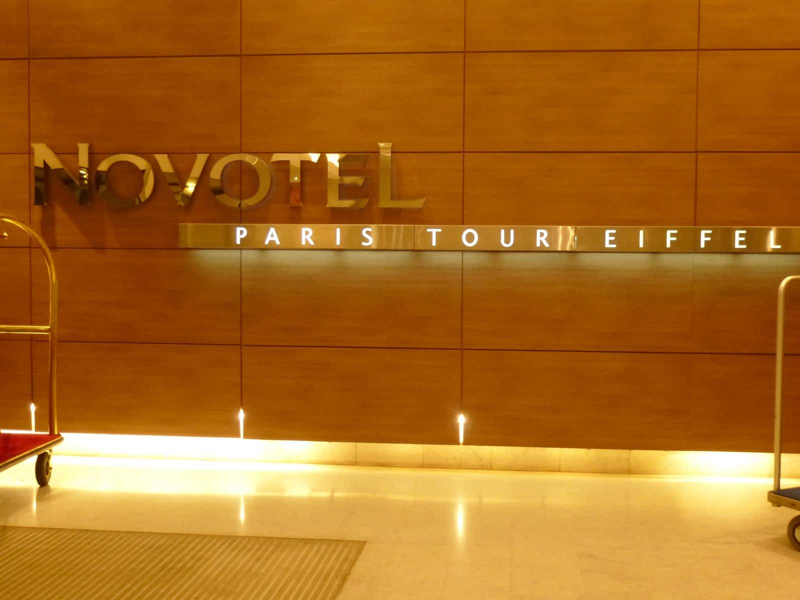 Novotel paris tour eiffel a good night s sleep without for Piscine novotel tour eiffel