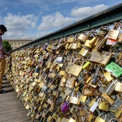 Love lock epidemic spreads, amidst growing controversy