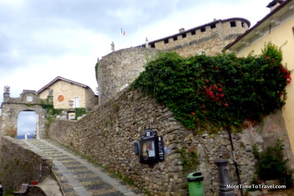 Road to the Castello di Compiano