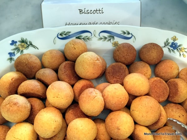 Highly addictive biscotti balls