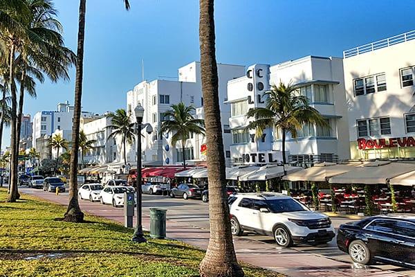 Art Deco District (Photo Credit: Cristo Vlahos, Wikimedia Commons)