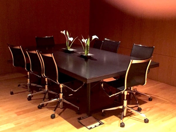 One of the meeting rooms in the Joan Miro Lounge (Credit: Jerome Levine)